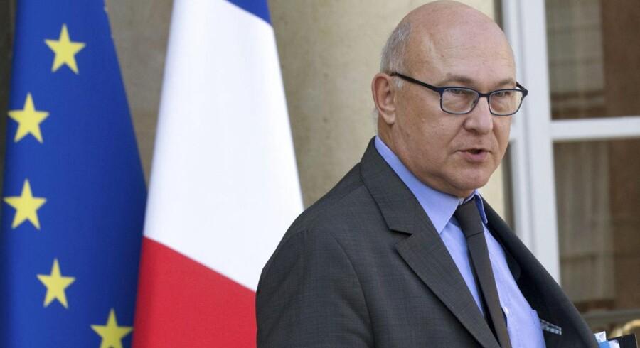 Frankrigs finansminister, Michel Sapin, forklarer, at man fra politisk side har valgt at tilpasse tempoet af reduceringen i underskuddet til landets økonomiske situation.