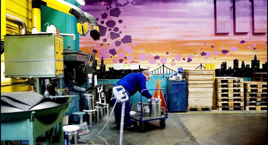 Hempel er en af verdens største producent af skibsmaling. Efter flere års tab af markedsandele slår selskabet nu tilbage på konkurrenterne.