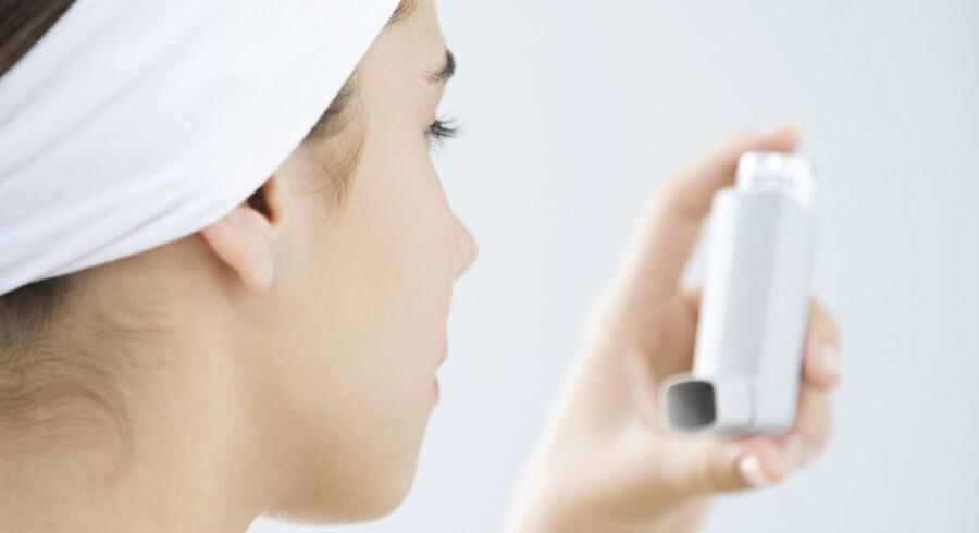 Det er først og fremmest personer med luftvejslidelser som for eksempel astma og bronkitis eller andre vejrtrækningsproblemer, der kan opleve en forværring af deres symptomer på grund af det høje ozonindhold i luften fredag. Arkivfoto. Free/Www.colourbox.com