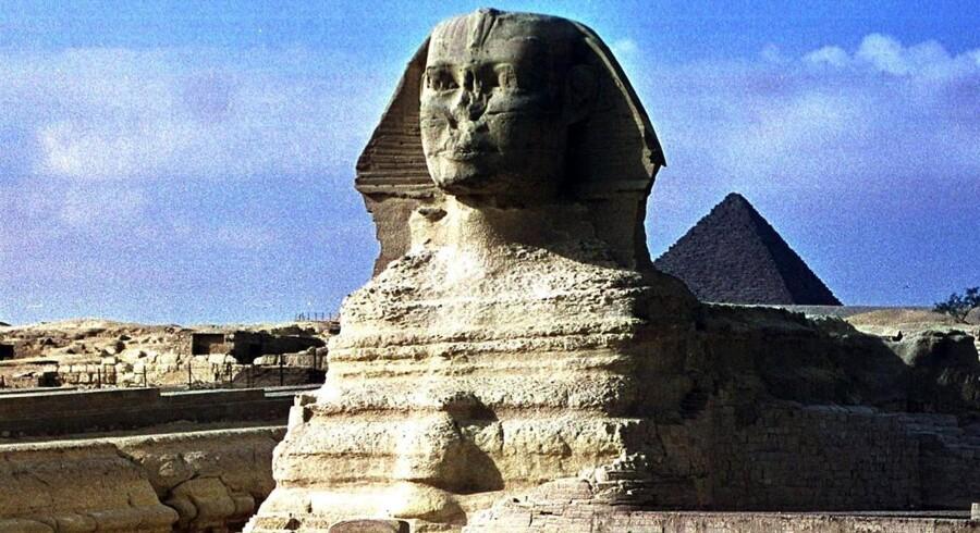 ARKIVFOTO. En kendt egyptisk jihadist opfordrer nu sine trosfæller til at ødelægge den verdensberømte sfinks og pyramiderne i Giza.