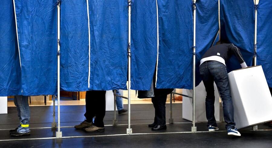 Øøkonomi- og indenrigsminister Margrethe Vestager (R) vil erstatte de sædvanlige stemmesedler og blyanter med elektroniske stemmemaskiner.