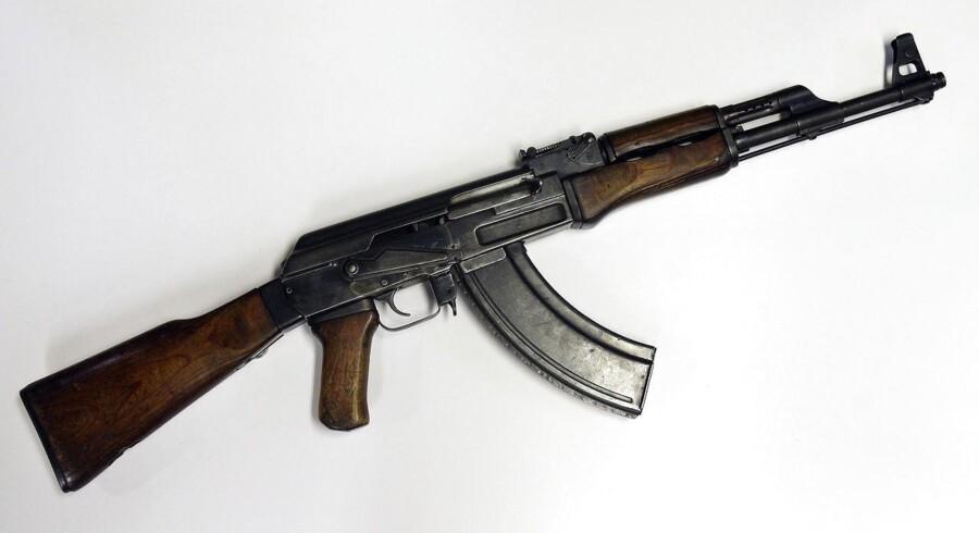 Udviklingen i salget af AK47'ere bekræftes af våbenhandlerne, der har travlt ved kasseapparaterne.