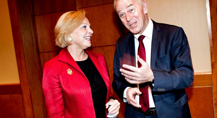 Ambassadør Laurie S. Fulton til valgfest på hotel Marriott i København i selskab med udenrigsminister Villy Søvndal.