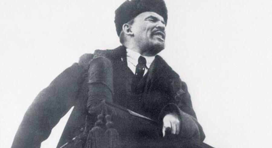 Lenin taler i oktober 1918 i Moskva ved etårsdagen for den bosjevikkiske revolution.