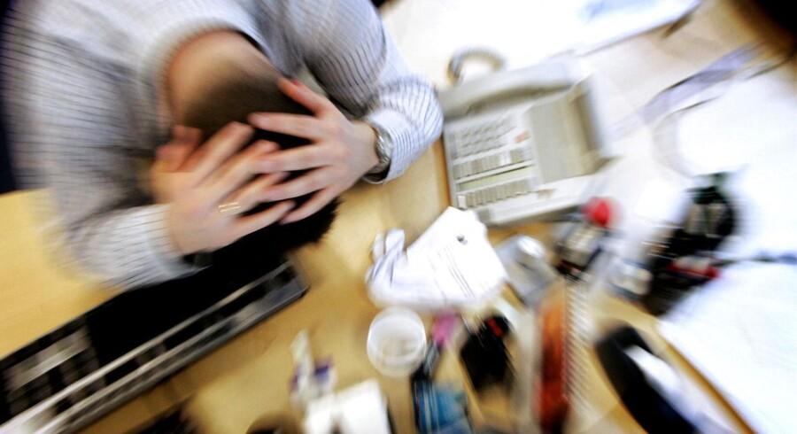 Jo større utryghed der er, jo mere mobning kan der opstå på en arbejdsplads, forklarer psykolog med speciale i arbejdspsykologi.