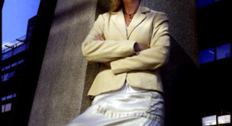 CHARLOTTE THORSEN, 38 år. Uddannet i sprog og økonomi på handelshøjskolen i Nykøbing Falster, som er en aflægger af Copenhagen Business School. Bachelorgrad i psykologi fra Roskilde Universitetscenter 2001. Arbejdet for MAN B&W Diesel i marketing og salg 1987-1992, kom til Xerox i personaleafdelingen 1992-1995, personaleafdelingen i Mærsk-selskabet Novia i Københavns Lufthavn 1995-2001. Siden 2001 personalechef i Philips Danmark med deltagelse i europæiske opgaver. Foto: Linda Henriksen. <br>