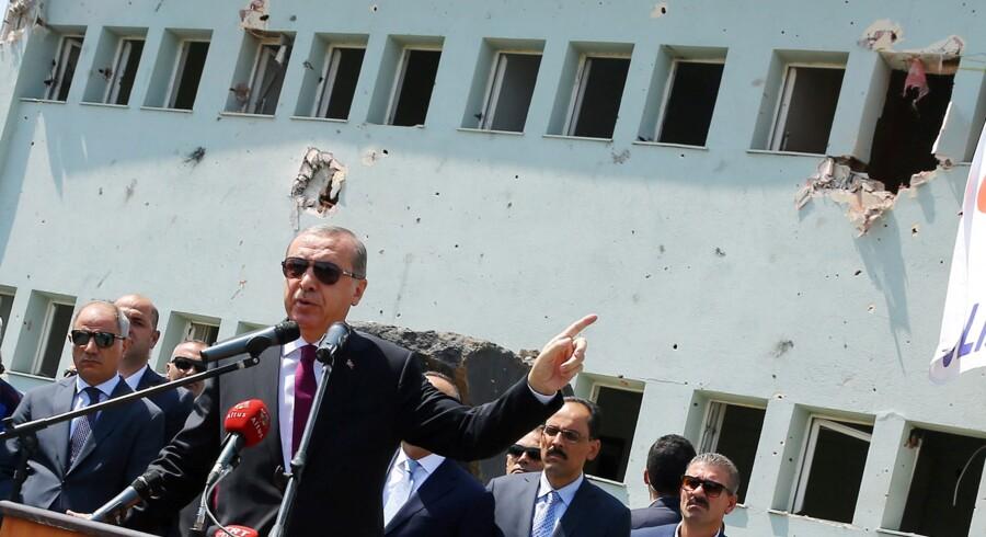 Præsident Recep Tayyip Erdogan har besluttet at droppe alle sager om fornærmelser af ham. Reuters/Handout