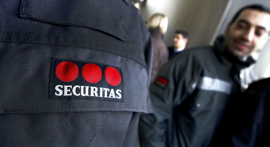 Security workers from the company Securitas demonstrate on December 21, 2011 at the Nice airport. The strike by workers demanding wage increases continued for a sixth day on December 21 but has so far had a limited impact on international flights, with only some delays reported. At a national level, more than 80 percent of security workers were ignoring the strike call. AFP PHOTO SEBASTIEN NOGIER