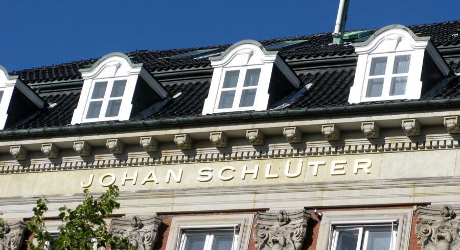Den 70-årige danske advokat Johan Schlüter føler sig ifølge Morgenavisen Jyllands-Posten forfulgt, bedrøvet og udsat for justitsmord i en sag, hvor han er idømt i alt mere end to års fængsel for at have franarret rettighederne til arvingen.