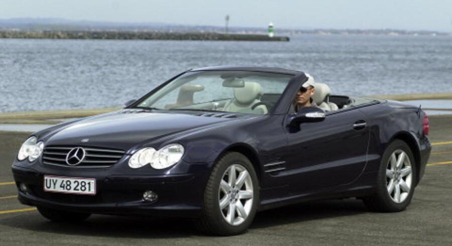 Nu er en Mercedes-Benz SL 500 nok ikke nogen specielt benzinøkonomisk bil, men de fleste firmabilister kan spare deres virksomhed for store udgifter ved at lette lidt på speederen. <br>Arkivfoto: Jens Thaysen