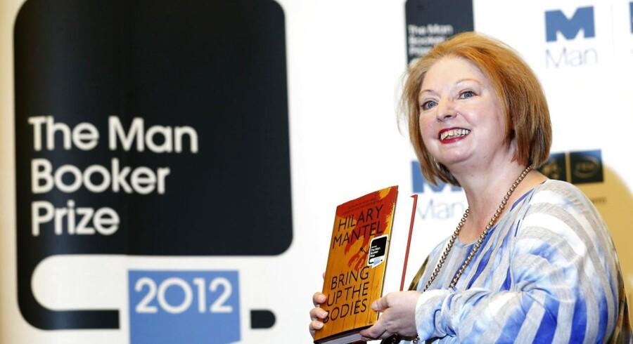 Forfatter Hilary Mantel er den første kvinde, der modtager den prestigefyldte Man Booker-pris for hendes bog »Bring up the Bodies«.