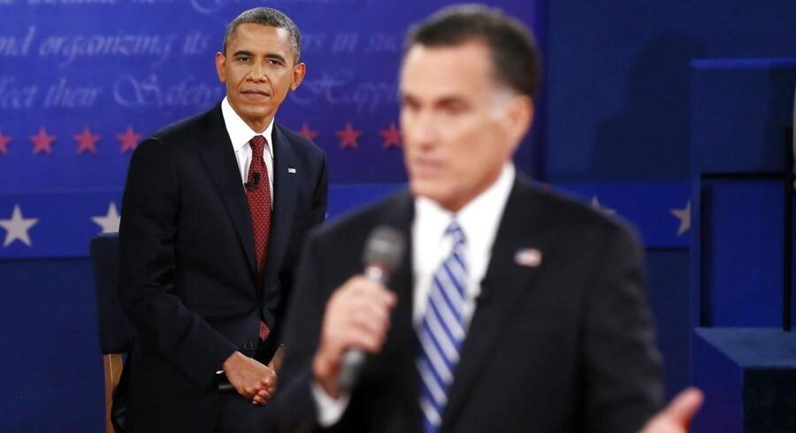 En kølig Barack Obama gav Mitt Romney svar på tiltale, da de to modstandere mødtes i en TV-duel tirsdag aften.