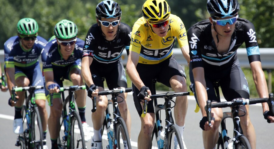 Chris Froome (i gult) havde gemt kræfter i reservetanken på 9. etape, fordi han forventede angreb fra Nairo Quintana, men det kom aldrig. Reuters/Jean-paul Pelissier