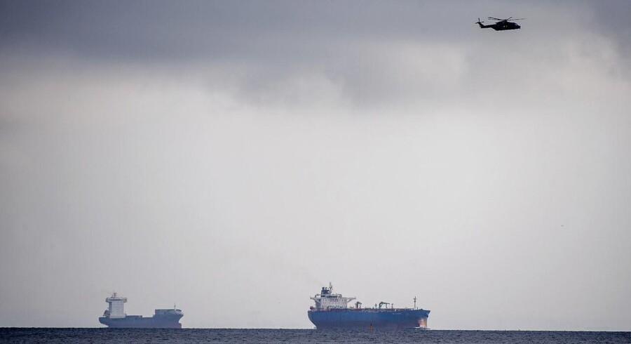 Verdens største privatbyggede ubåd 'Nautilus' med to personer, u-bådens ejer Peter Madsen samt en journalist ombord, er meldt savnet, efter den ikke er vendt tilbage til sin kajplads. To redningshelikoptere og tre skibe fra Forsvaret søger fredag morgen efter en privatbygget ubåd omkring Københavns havn.