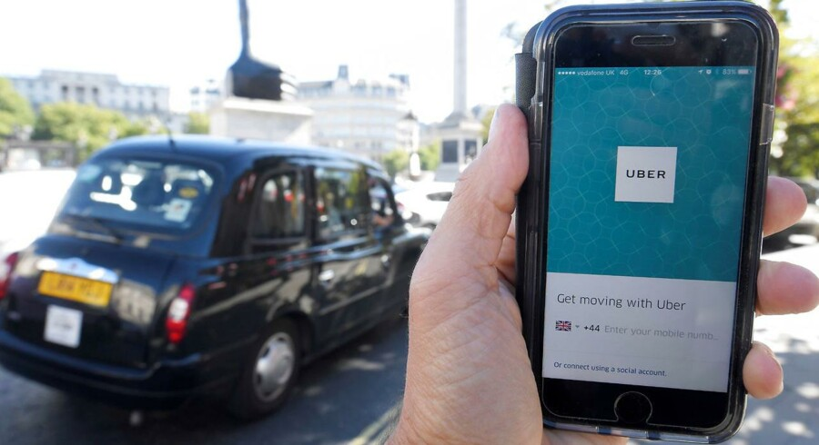 Jo Bertram opsiger sin stilling som chef for Ubers afdelinger i Nordeuropa og Storbritannien i kølvandet på, at kørselstjenesten er blevet forbudt i London.
