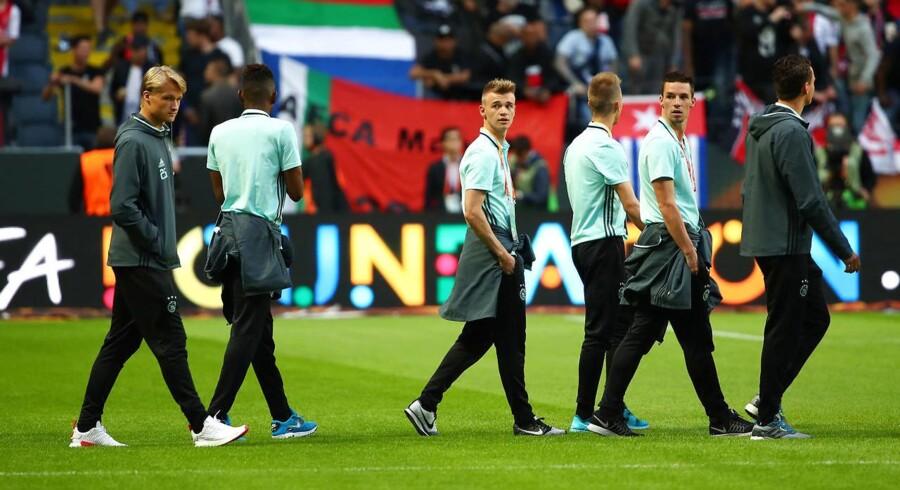 Som ventet er der to danske islæt med fra start, når Europa League-finalen mellem Ajax og Manchester United klokken 20.45 bliver fløjtet i gang på Friends Arena i Stockholm.
