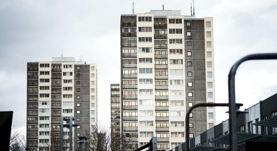 Kommunalbestyrelsen i Brøndby Kommune har besluttet, at fem ud af i alt 12 højhuse i Brøndby Strand Parkerne skal jævnes med jorden.