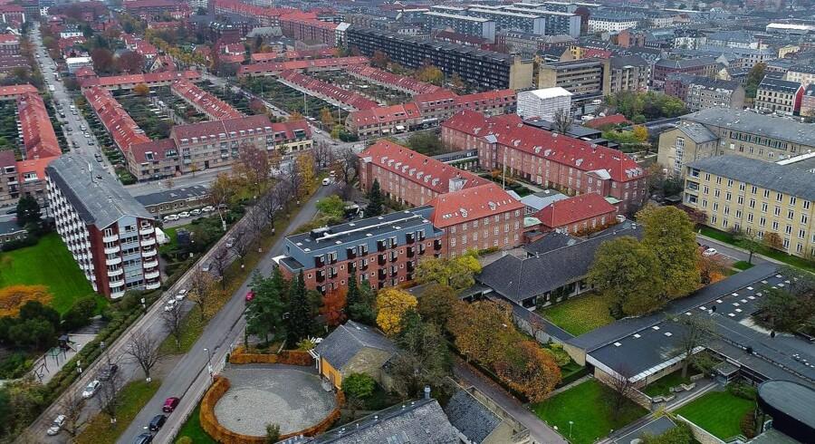 To mænd har tidligt lørdag opført sig truende over for personale på Frederiksberg Hospitals psykiatriske afdeling.