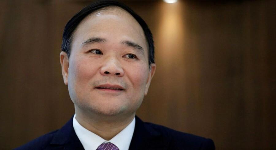 Li Shufu, der er manden bag den kinesiske bilproducent Geely, vil sikre sig en plads i fremtidens bilindustri med købet af en stor lund af tyske Daimler.