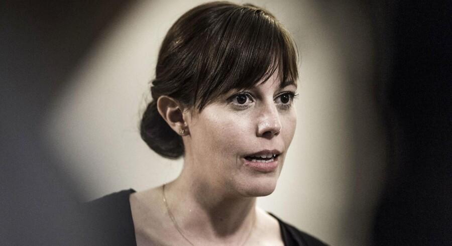 Der er meget få bortadoptioner med tvang i Danmark, og det kan skyldes tung sagsbehandling, mener minister.