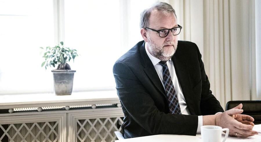 (ARKIV) Energi-, forsynings- og klimaminister Lars Christian Lilleholt på sit kontor, den 25. november 2015.Der er meget på spil for virksomheder, borgere og miljø, når regeringen i den kommende uge ventes at fremlægge udspil til en ny bred energiaftale frem mod 2030. Det skriver Ritzau, søndag den 22. april 2018.. (Foto: Sophia Juliane Lydolph/Ritzau Scanpix)