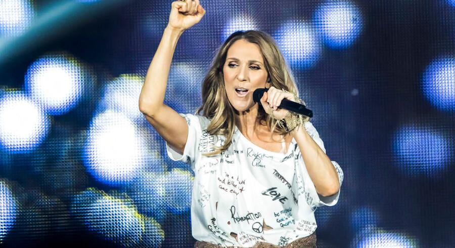 Den canadiske sangerinde Celine Dion på scenen i Royal Arena i København 15. juni 2017. I 2004 modtog Céline Chopard Diamond-prisen ved World Music Awards for at være den bedst sælgende sangerinde nogensinde, samt for hendes betydning for popmusikken]. På daværende tidspunkt havde hun solgt 175 millioner albums, i dag anslås det at salget af hendes plader har passeret 240 millioner eksemplarer