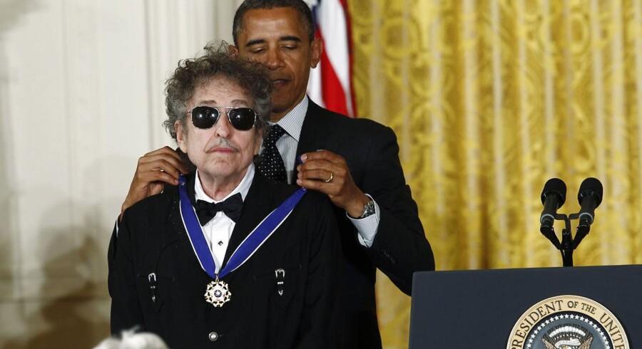 Det Svenske Akademi har tildelt Bob Dylan Nobelprisen i litteratur 2016. I 2012 fik han Presidential Medal of Freedom af Barack Obama.