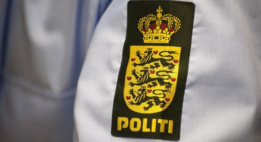 En betjent kom lørdag aften alvorligt til skade, da en psykisk syg mand angreb ham og en af hans kolleger i Esbjerg.