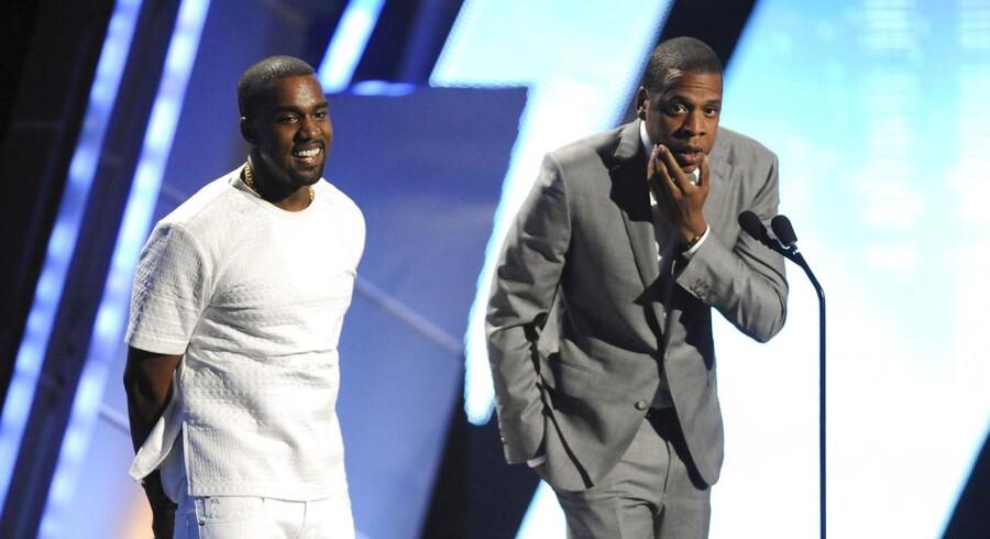 Kanye West (til venstre) og Jay Z (til højre) er begge medejere af musiktjenesten Tidal, tidligere Wimp, som Apple nu vil købe. Arkivfoto: Phil McCarten, Reuters/Scanpix
