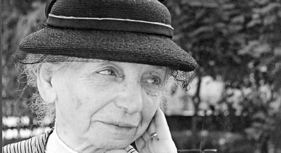 Clara Schultz blev tvunget til at medvirke i nazisternes propagandafilm om jøderne i kz-lejren Theresienstadt, der skulle overbevise omverden om, at jøderne havde det godt. Kun dele af filmen eksisterer idag og scenen med Clara Schultz er gået tabt, men enkelte fotografier eksisterer. Dette fotografi af Clara Schultz er fra denne film.  Yad Vashem.