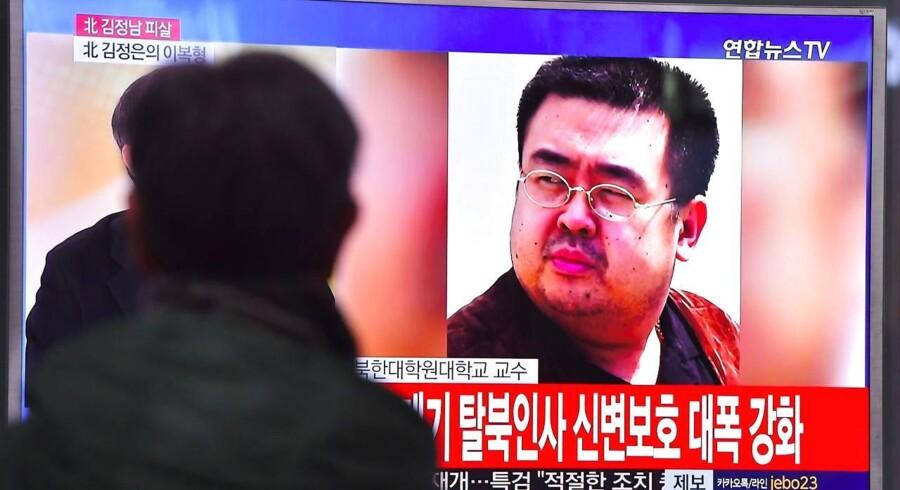 Nyheden om Kim Jong-Nam vises på tv verden over.