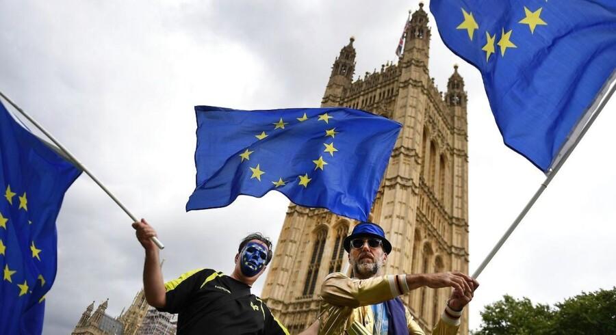 Flere tusind mennesker har meldt sig under fanerne, når marchen »People's March for Europe« i dag får folk til at samles i Londons gader. Demonstrationen en del af en større kampagne mod Brexit. Foto: EPA/ANDY RAIN