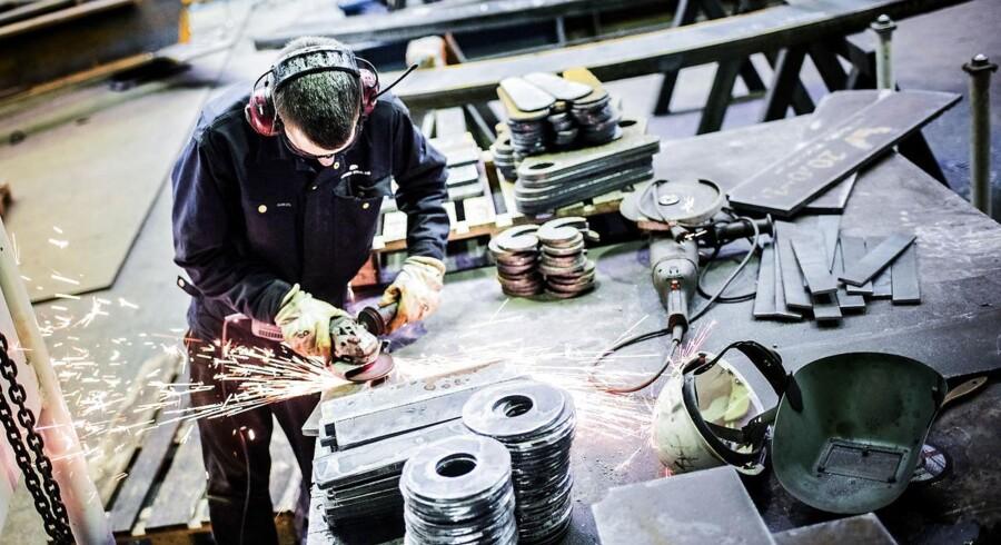 Arkivfoto. Et flertal på Christiansborg vil gøre det muligt for elever i 9. klasse at vælge en praktisk udgave af folkeskolens projektopgave, som udarbejdes i samarbejde med erhvervsskolerne. Målet er blandt andet at få flere unge til at vælge en erhvervsuddannelse.