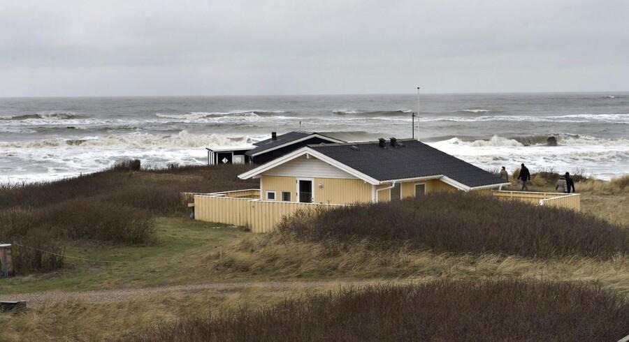 Den danske kyst er attraktiv - og eksklusiv: Som reglerne er nu, kan andre EU-borgere ikke købe sommerhuse i landet. Men meningerne er delte om, hvorvidt det skal laves om. Arkivfoto: Henning Bagger/Scanpix 2014