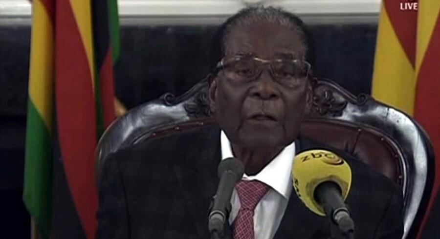 """Arkiv: Robert Mugabe har accepteret at træde tilbage, erfarer CNN. """"AFP PHOTO / ZBC"""""""