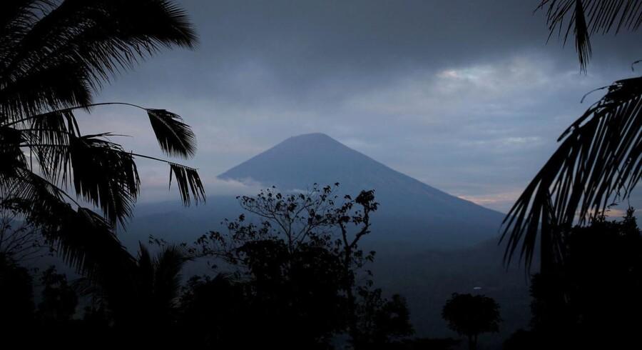 Det er denne vulkan, Agung, som spåes til at bryde ud meget snart. På Bali, Indonesien, REUTERS/Darren Whiteside