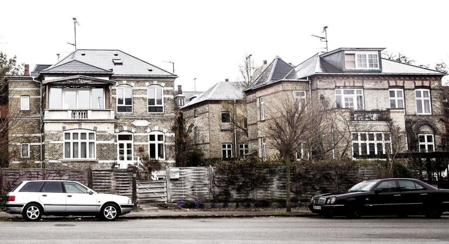 En gennemsnitlig dansk boligejer betalte sidste år 2.000 kroner om måneden i renter og bidrag per lånte million. Der er knap en femtedel mindre end for tre år siden, viser beregninger fra Finans Danmark.