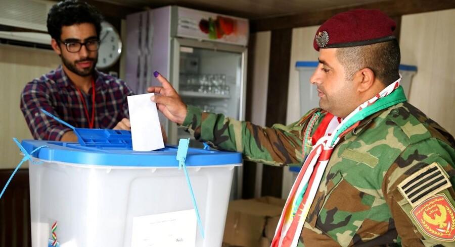 Det irakiske parlament har mandag beordret styrker til at tage til kurdiske områder i forbindelse med mandagens valg om Kurdistans løsrivelse.