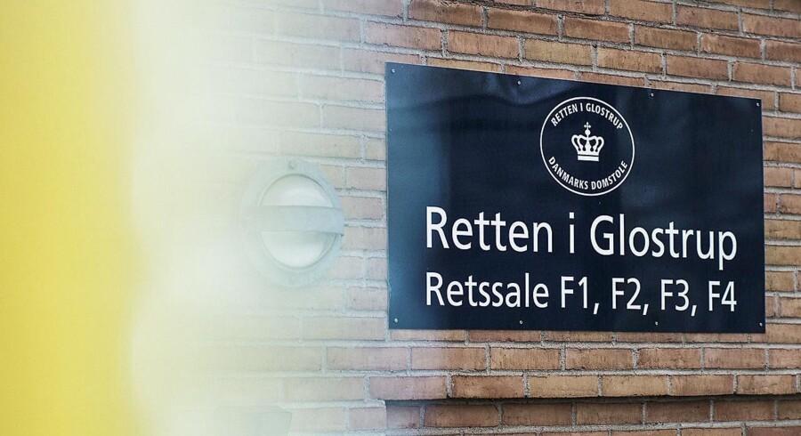 Den 70-årige mand fra Brøndby er tiltalt for i alt 346 forhold om medvirken til voldtægt og overgreb.