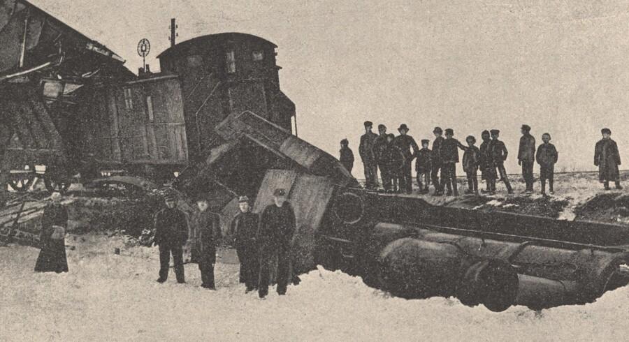 Dette billede fra en togulykke ved Vamdrup i 1895 er ét af de flere end 6.500 billeder af større og mindre begivenheder gennem 400 års danmarkshistorien, som Det Kg. Bibliotek netop har lagt online.