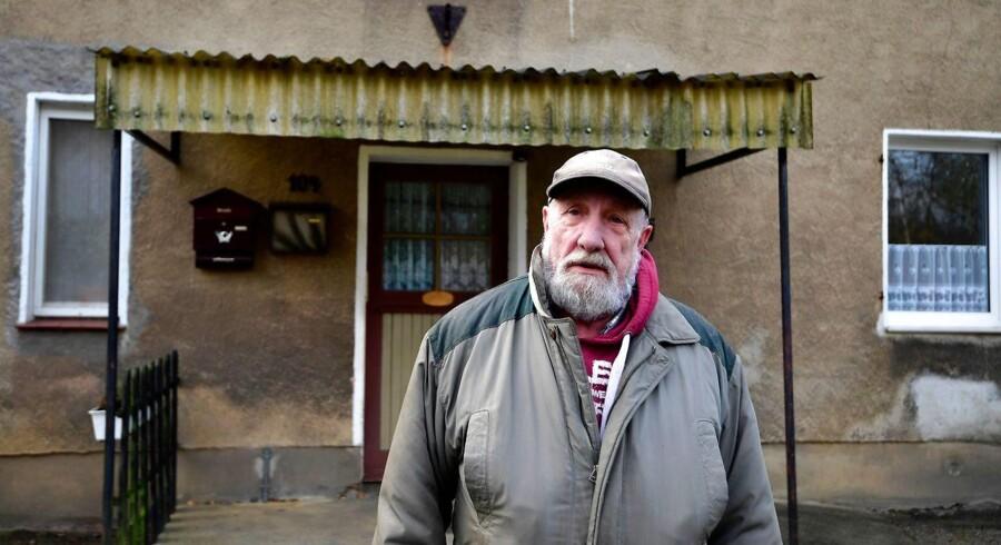 Paul Urbanek har boet i Alwine siden 2011. Han ønsker sig, at den nye ejer af byen tager hånd om problemerne med skimmel og udskifter tagene og tagrenderne i byen, skriver Der Spiegel.