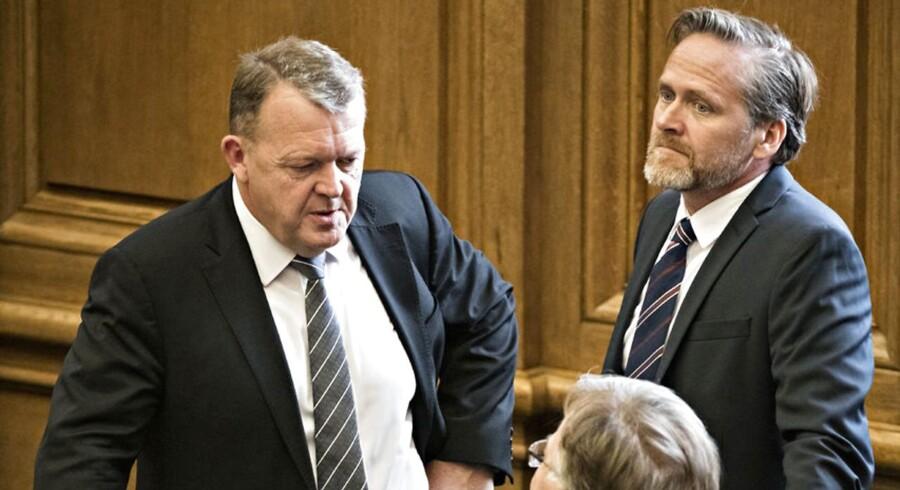 Statsminister Lars Løkke Rasmussen og udenrigsminister Anders Samuelsen skal finde en løsning på de nuværende forhandlinger inden fredag. Ellers er en række dramatiske scenarier i spil.