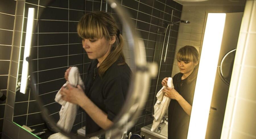 Østeuropæere er i tusindvis søgt til danmark for at arbejde. Irina fra Letland gør rent på Crown Plaza. Arkivfoto: Scanpix