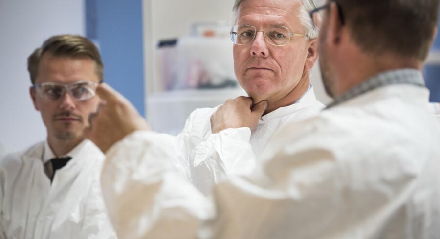Formanden for verdens største bioteknologiske virksomhed, Christoph Franz fra Roche, var forleden på rundvisning hos Roche Innovation Center Copenhagen i Hørsholm, hvor han kunne besigtige fremskridtene inden for forskningen. Foto: Søren Bidstrup