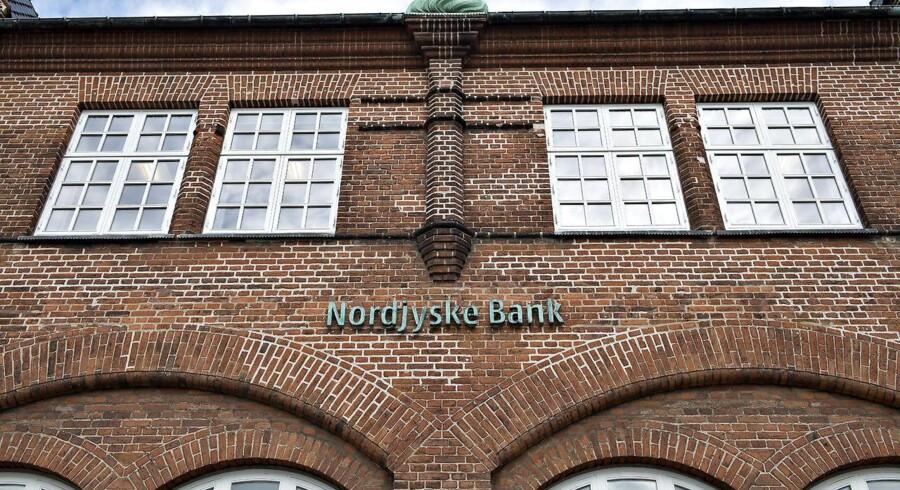 Bankekspert Lars Krull, der er aktionær i Nordjyske Bank, er ikke tilfreds med, at banken overtages af Ringkjøbing Landbobank. Han mener, »at egoerne har fyldt for meget« i bestyrelsen.
