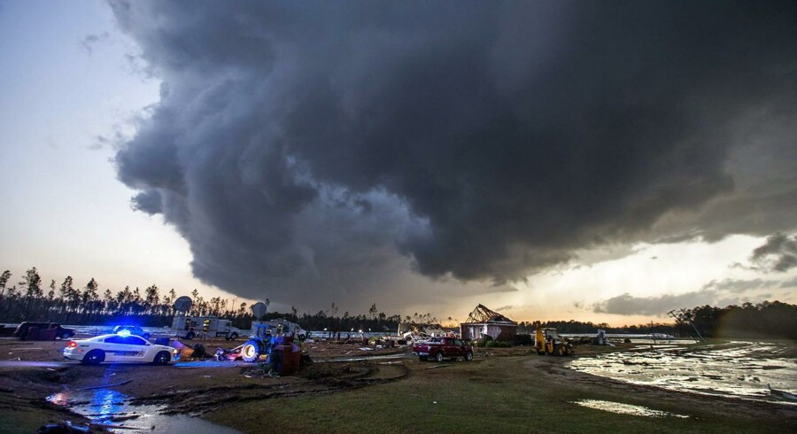 Arkivfoto. En stormsky hænger over et tornado-hærget område i det sydlige Georgia, hvor syv mennesker blev dræbt den 22. januar 2017.