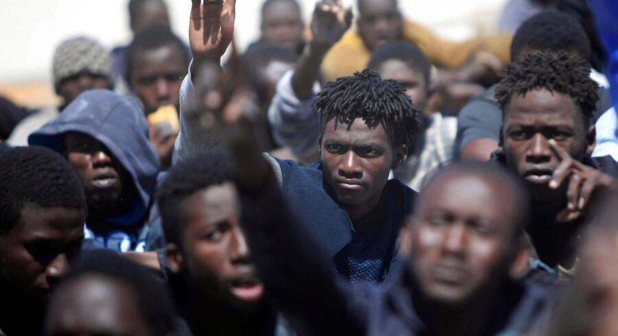 Syd for Sahel er hverdagen præget af opgør, fattigdom og en længsel efter en bedre fremtid. Dette er ingredienser, der giver IS let spil. Her er migranter fra Sahel-bæltet blevet stoppet af den libyske kystvagt, netop som de var på vej det sidste stykke ad vandvejen til Europa.
