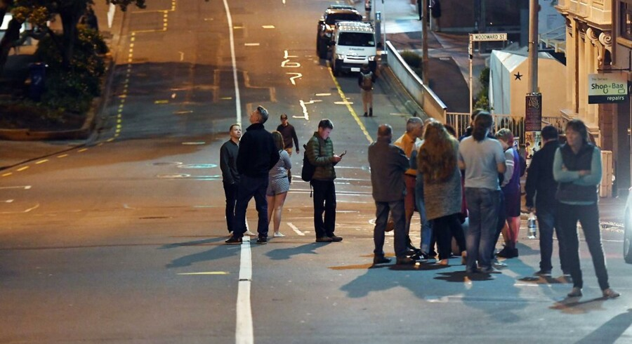 epa05629740 People on the The Terrace, Wellington after an earthquake based around Cheviot in the South island shock the capital, New Zealand, early 14 November 2016. According to reports, a 7.4. earthqauke has hit New Zealand overnight, triggering a tsunami warning for the east coast of the country. EPA/ROSS SETFORD