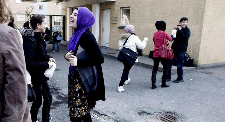Over 500 elever har siden skolestart meldt sig ud af 14 friskoler, fordi skolerne er blevet udråbt som tilhængere af den tyrkiske Gülen-bevægelse. Hay skolen i Københavns sydhavnskvarter er en af de 14 skoler. Den er en privatskole udelukkende med tyrkiske elever.
