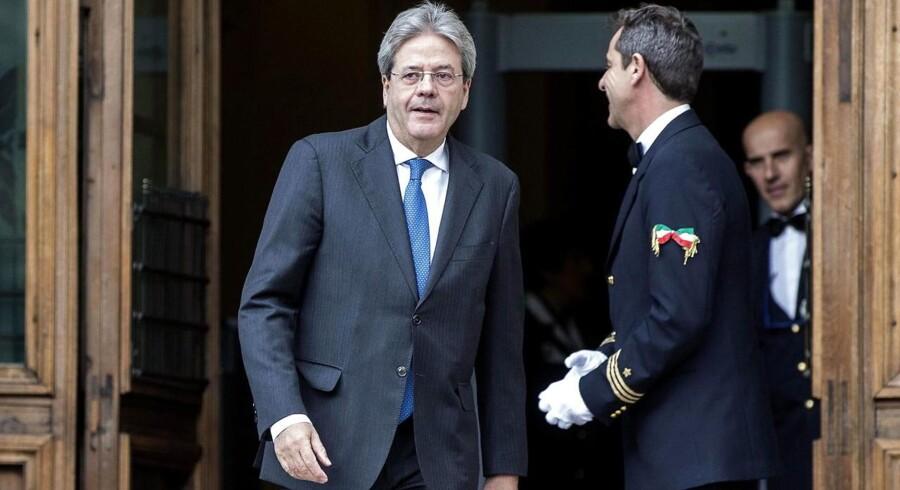 Paolo Gentiloni var på vej ud af italiensk politik, da Matteo Renzi for to år siden udnævnte ham i udenrigsminister. Er det som »stråmand« for sin tidligere chef, at han nu overtager posten som regeringschef?